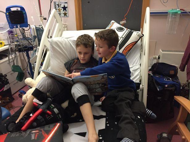 Cậu bé ung thư chiến đấu giành giật sự sống từng ngày để kịp gặp mặt em gái mới sinh trước khi qua đời - Ảnh 4.