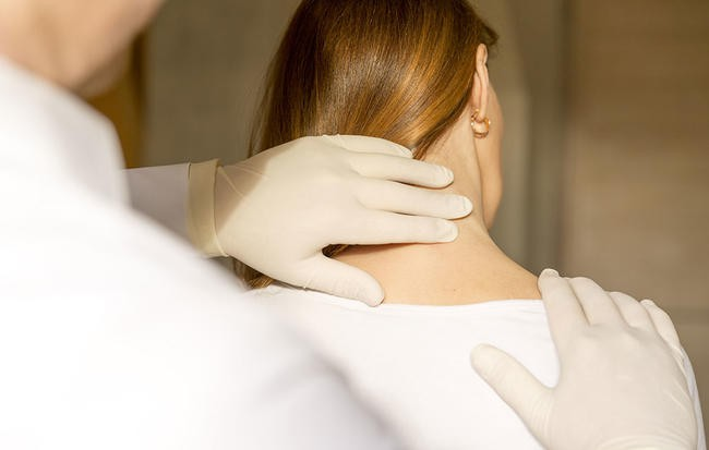Đau lưng có thể ngăn chặn bằng những biện pháp cực đơn giản ngay tại nhà nhưng rất có thể bạn chưa biết - Ảnh 1.