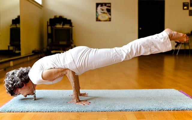 Giáo viên dạy yoga 99 tuổi chia sẻ 3 bí mật già mà dẻo, khỏe, ai nghe qua cũng quá đỗi ngạc nhiên - Ảnh 11.