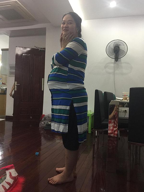 Chỉ nhờ kích sữa và hút sữa, bà mẹ này giảm liền 20kg sau khi sinh mà vẫn ăn uống thoải mái - Ảnh 2.