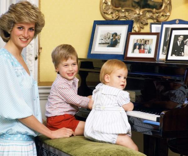 Những điểm chung thú vị trong cách nuôi dạy con của Công nương Diana và Kate Middleton - Ảnh 4.