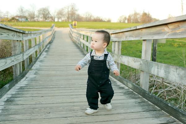 Hướng dẫn bố mẹ cách luyện cơ cho con để bé cứng cáp và nhanh biết đi - Ảnh 1.