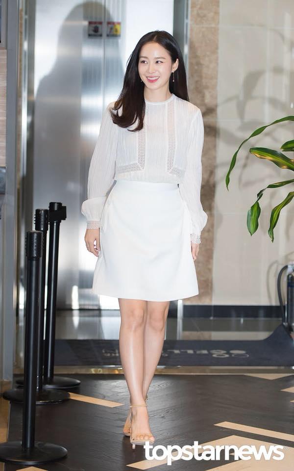 """""""Mẹ bỉm sữa"""" Kim Tae Hee đón tuổi mới không quên gửi thông điệp tới người hâm mộ - Ảnh 2."""