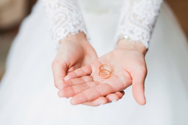 Tuyên bố cứng của mẹ chồng tương lai trong lễ đính hôn khiến cả tôi và bố mẹ đẻ tím mặt - Ảnh 1.