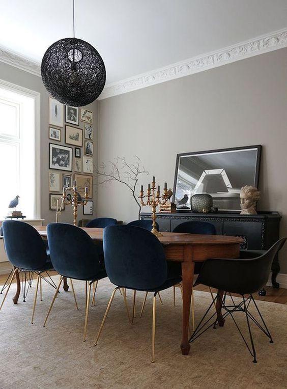Kết hợp bàn gỗ kiểu cũ với ghế hiện đại - xu hướng mới cho phòng ăn gia đình - Ảnh 3.