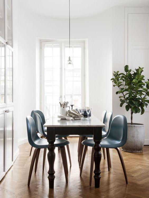Kết hợp bàn gỗ kiểu cũ với ghế hiện đại - xu hướng mới cho phòng ăn gia đình - Ảnh 4.