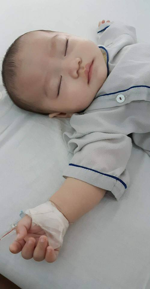 Bé 5 tháng tuổi đau bụng, nôn trớ, mẹ chẳng ngờ con mắc phải căn bệnh mà nghĩ chỉ phụ nữ trưởng thành mới bị - Ảnh 2.
