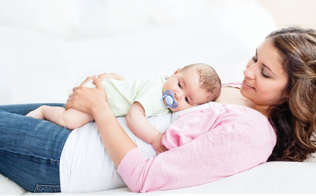 Để con lớn lên không bị bẹp đầu, đây là những việc bố mẹ nên làm ngay sau khi con lọt lòng - Ảnh 1.