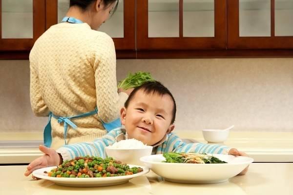 6 nguyên tắc áp dụng ngay khi con bắt đầu ăn dặm để nuôi dưỡng những đứa trẻ ham ăn - Ảnh 3.