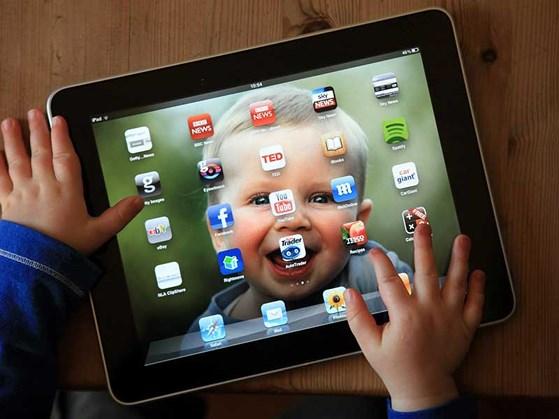 Những sai lầm tai hại của cha mẹ khi cho trẻ dùng điện thoại, máy tính - Ảnh 4.