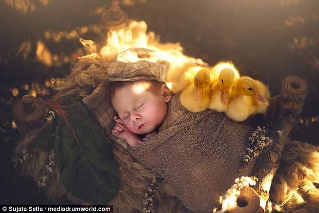Ngắm những thiên thần bé nhỏ say gấc bên thú cưng đáng yêu - Ảnh 16.