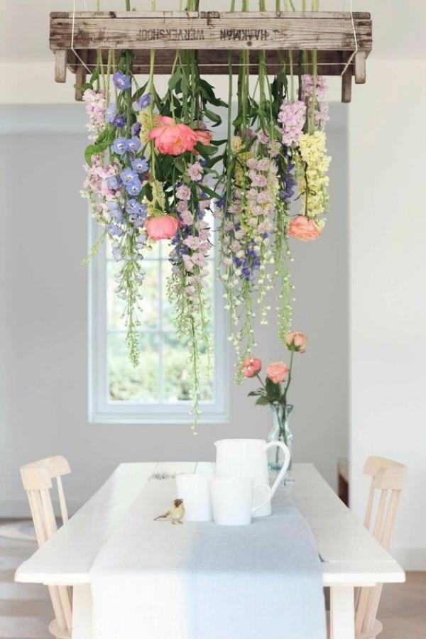 Đèn chùm bằng hoa tươi rực rỡ sắc màu làm duyên cho ngôi nhà của bạn - Ảnh 2.
