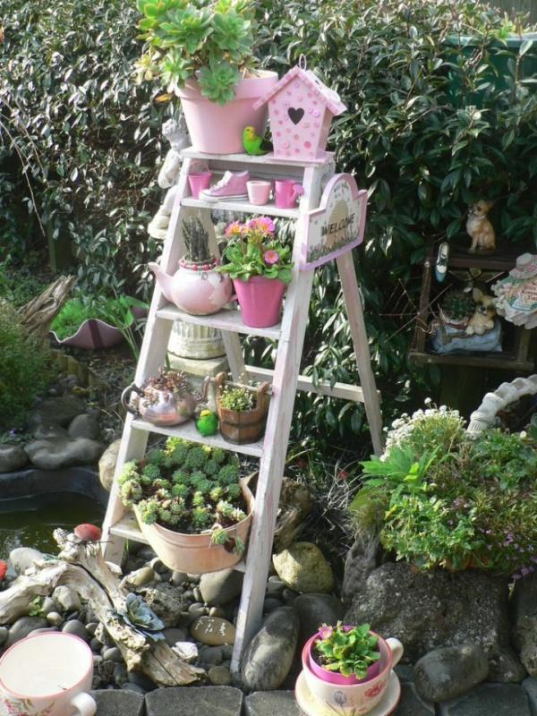 Mẹo nhỏ tận dụng kệ tầng đã cũ tạo vẻ đẹp cho không gian sân vườn - Ảnh 3.