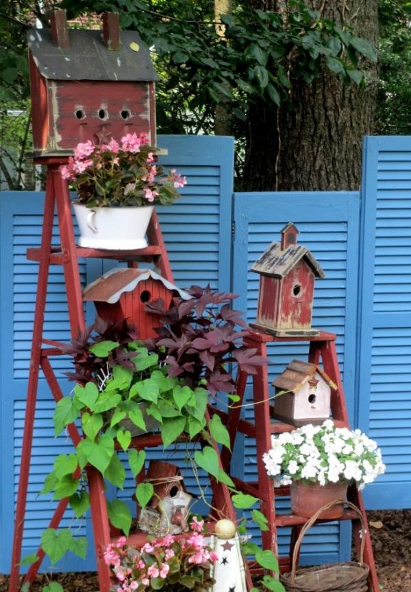 Mẹo nhỏ tận dụng kệ tầng đã cũ tạo vẻ đẹp cho không gian sân vườn - Ảnh 5.