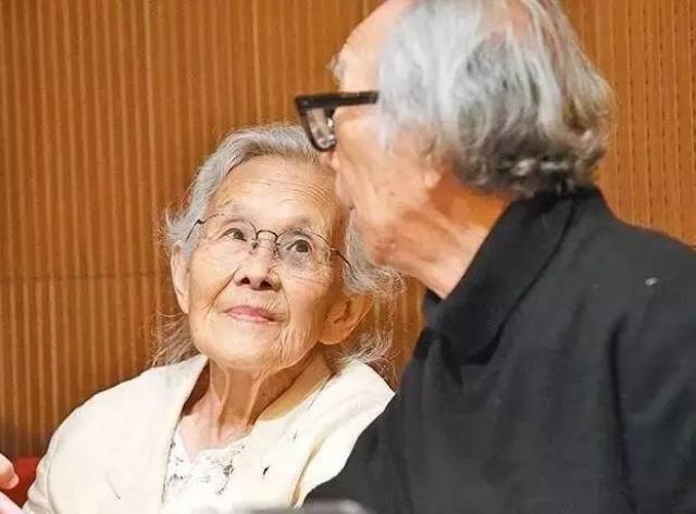 Cặp vợ chồng già bỏ phố về quê tận hưởng cuộc sống an nhàn bên ngôi nhà vườn rợp bóng cây xanh - Ảnh 3.