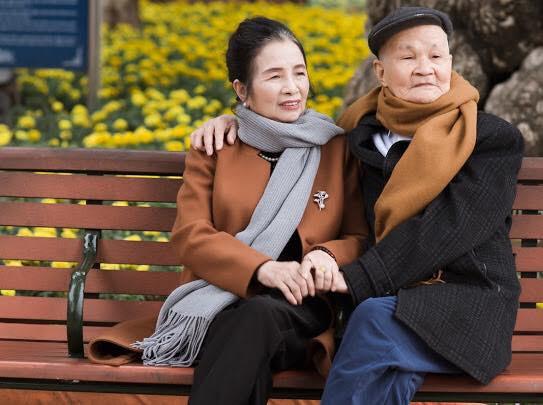 Ông bà anh 50 năm vẫn nắm tay tình tứ khiến cộng đồng mạng xuýt xoa ngưỡng mộ - Ảnh 9.