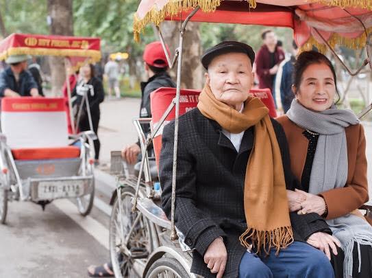 Ông bà anh 50 năm vẫn nắm tay tình tứ khiến cộng đồng mạng xuýt xoa ngưỡng mộ - Ảnh 10.