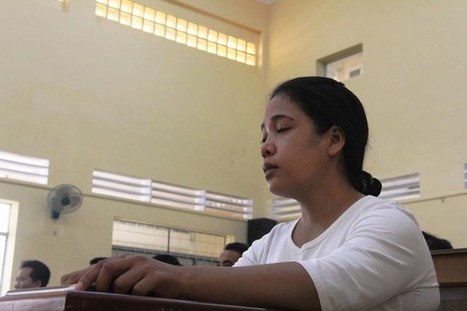 Vụ bé gái 13 tuổi tự tử nghi do hàng xóm xâm hại: VKS đề nghị mức án 6-7 năm tù cho bị cáo Hữu Bê - Ảnh 11.