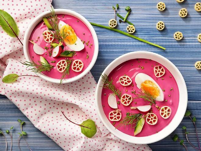 Món súp lạnh độc đáo ở Ba Lan không ngờ được làm từ loại củ phổ biến của Việt Nam - Ảnh 1.