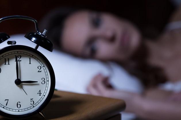 Chỉ cần làm điều giản đơn này trước khi ngủ, bạn chắc chắn sẽ ngủ nhanh và ngủ ngon hơn - Ảnh 3.