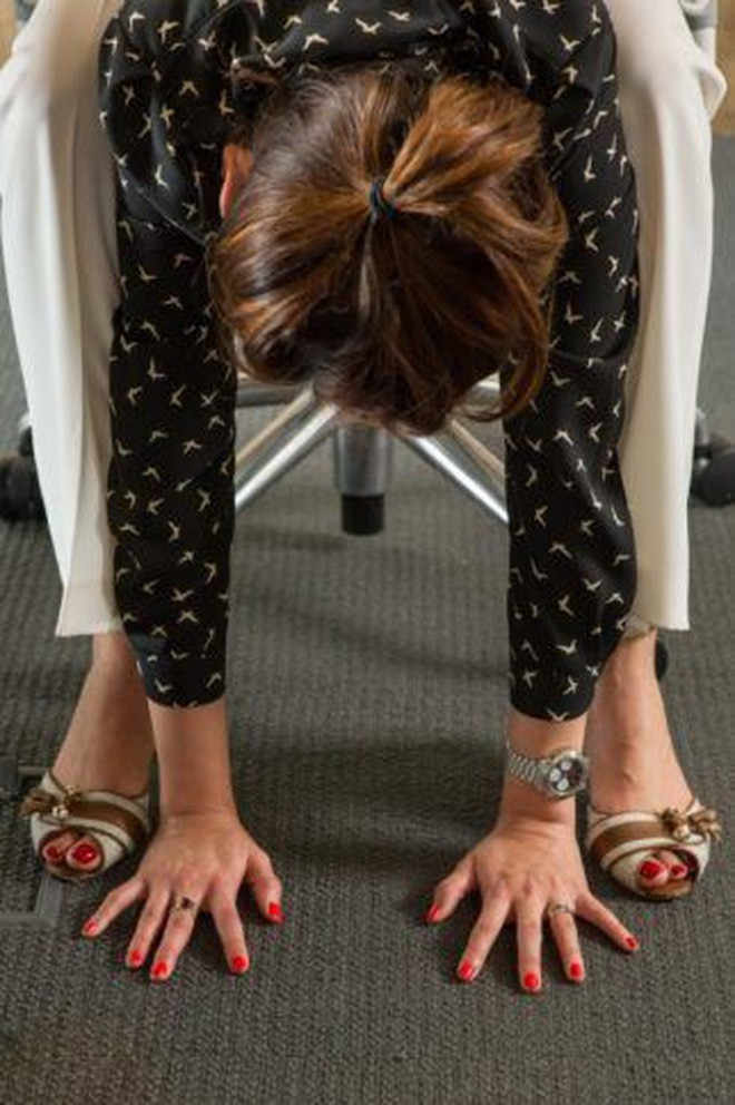 Dân văn phòng ngồi nhiều luôn đối mặt với tình trạng đau lưng khó chịu và đây là cách giải quyết hiệu quả - Ảnh 6.