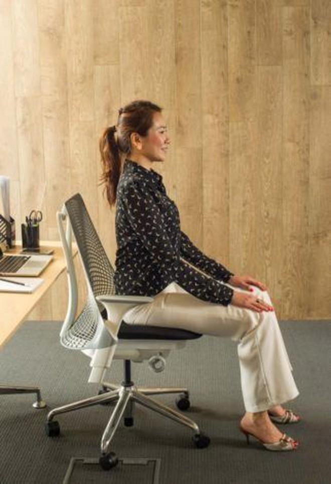 Dân văn phòng ngồi nhiều luôn đối mặt với tình trạng đau lưng khó chịu và đây là cách giải quyết hiệu quả - Ảnh 7.