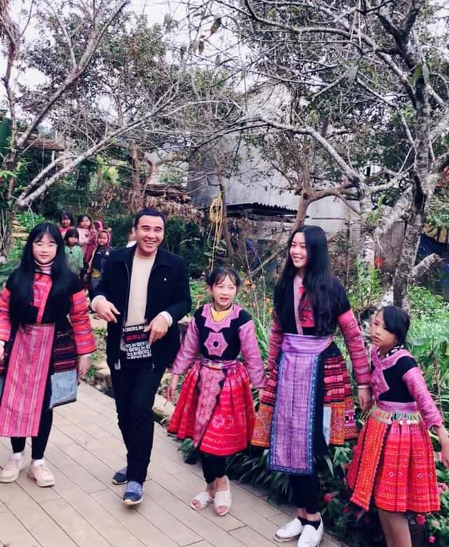 Bà xã Quyền Linh khoe ảnh cả gia đình ghé Mộc Châu, 2 con gái càng lớn càng nét xinh như hoa hậu - Ảnh 9.