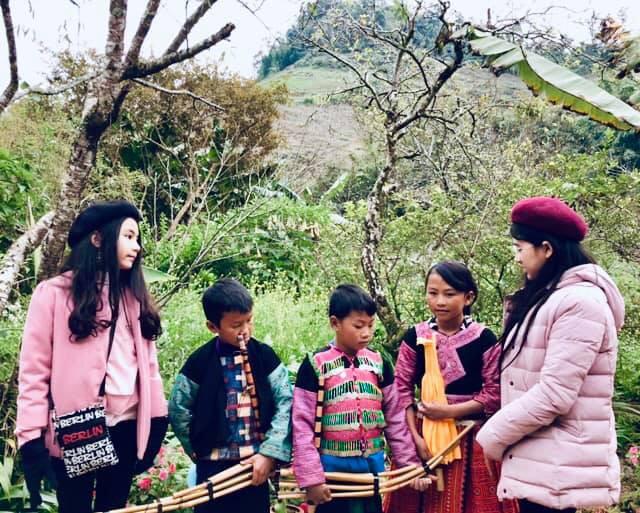 Bà xã Quyền Linh khoe ảnh cả gia đình ghé Mộc Châu, 2 con gái càng lớn càng nét xinh như hoa hậu - Ảnh 8.