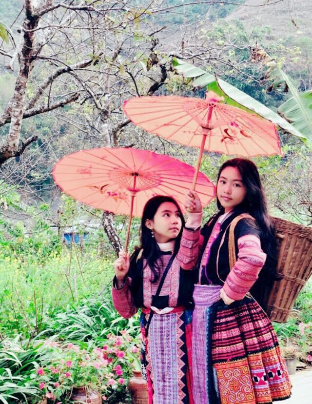 Bà xã Quyền Linh khoe ảnh cả gia đình ghé Mộc Châu, 2 con gái càng lớn càng nét xinh như hoa hậu - Ảnh 2.