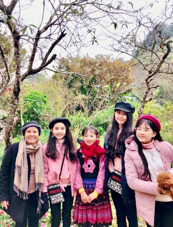 Bà xã Quyền Linh khoe ảnh cả gia đình ghé Mộc Châu, 2 con gái càng lớn càng nét xinh như hoa hậu - Ảnh 7.