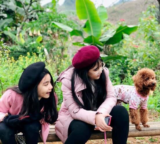 Bà xã Quyền Linh khoe ảnh cả gia đình ghé Mộc Châu, 2 con gái càng lớn càng nét xinh như hoa hậu - Ảnh 6.