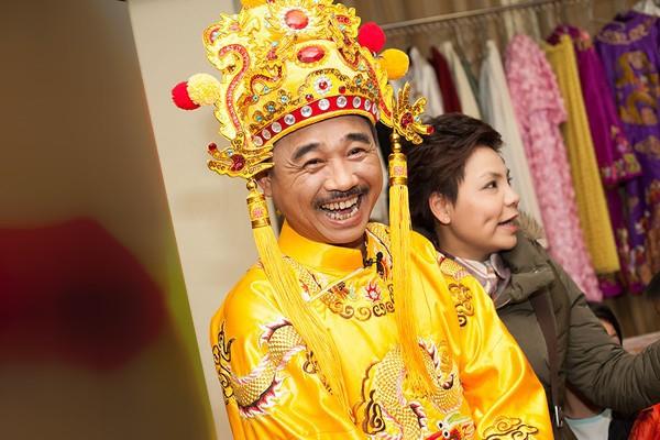 Dấy nghi vấn Ngọc Hoàng Quốc Khánh sắp lấy vợ lần đầu ở tuổi 57 - Ảnh 4.