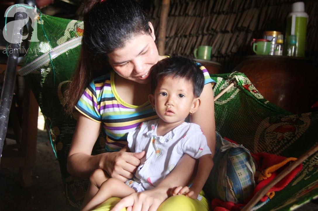 Phép màu đến với bé gái 2 tuổi bị hở van tim, chỉ nặng 6 ký mà mẹ nghèo không có tiền chữa trị - Ảnh 3.