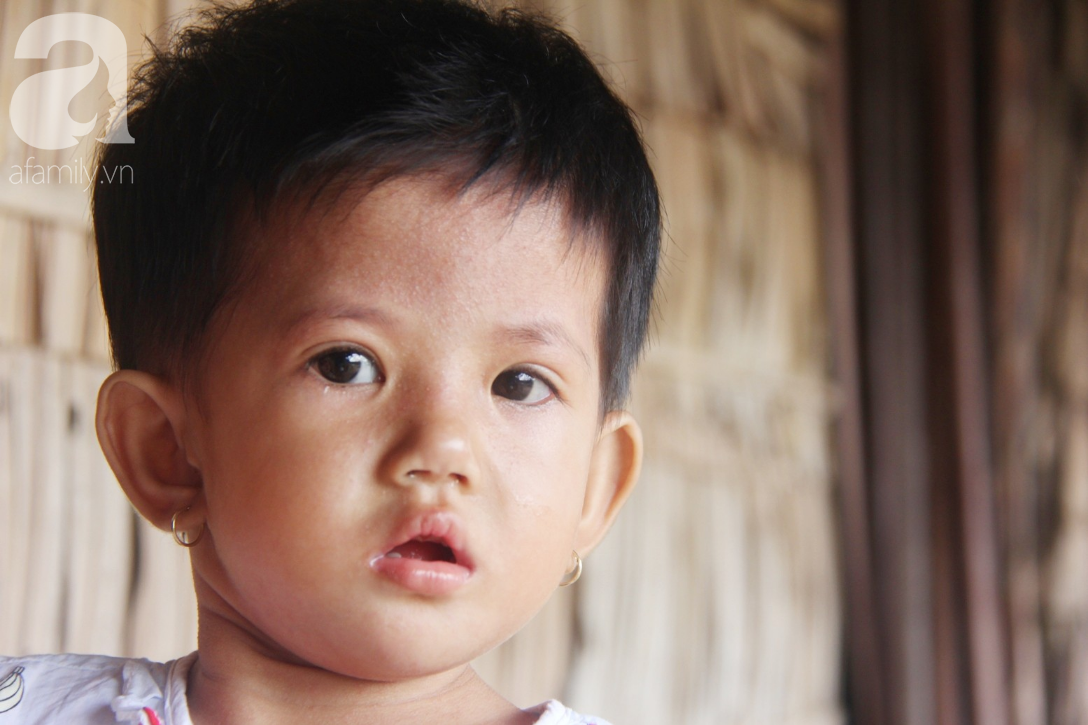 Phép màu đến với bé gái 2 tuổi bị hở van tim, chỉ nặng 6 ký mà mẹ nghèo không có tiền chữa trị - Ảnh 7.