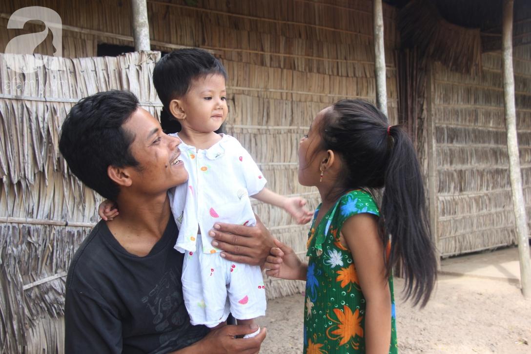 Phép màu đến với bé gái 2 tuổi bị hở van tim, chỉ nặng 6 ký mà mẹ nghèo không có tiền chữa trị - Ảnh 2.