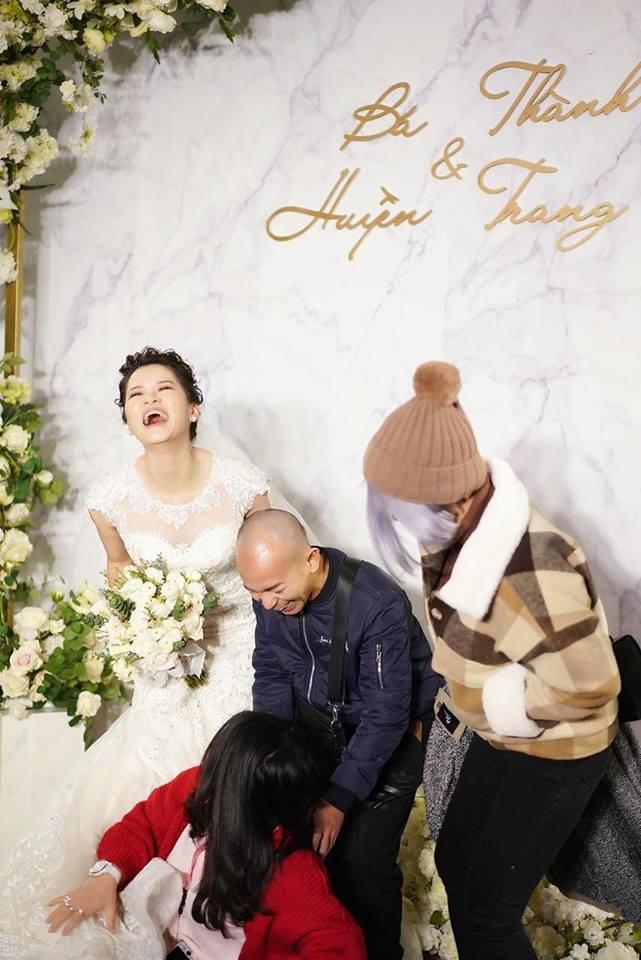 Lần đầu tiên hình ảnh đám cưới nữ nhà văn ngàn share được hé lộ lung linh như thế này đây - Ảnh 8.