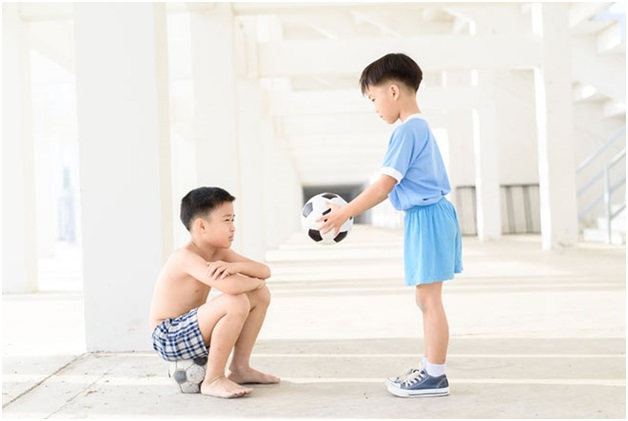 Chuyên gia Đại học Havard chia sẻ 7 bài học giúp cha mẹ dạy con lòng nhân ái, biết suy nghĩ thấu tình đạt lý - Ảnh 1.