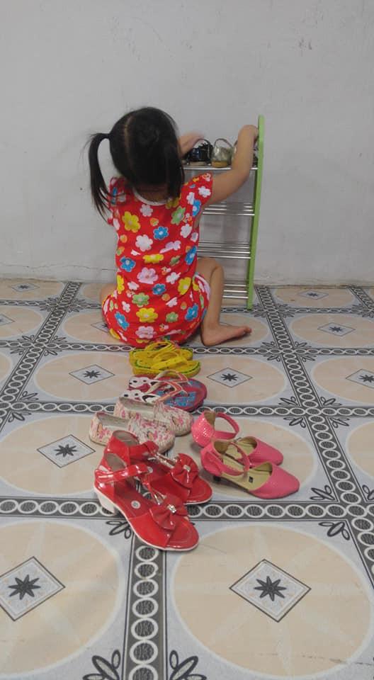 Dạy con làm việc nhà từ năm 2 tuổi, 4 tuổi bé gái đã biết làm mọi việc giúp mẹ, ai cũng phải trầm trồ - Ảnh 6.