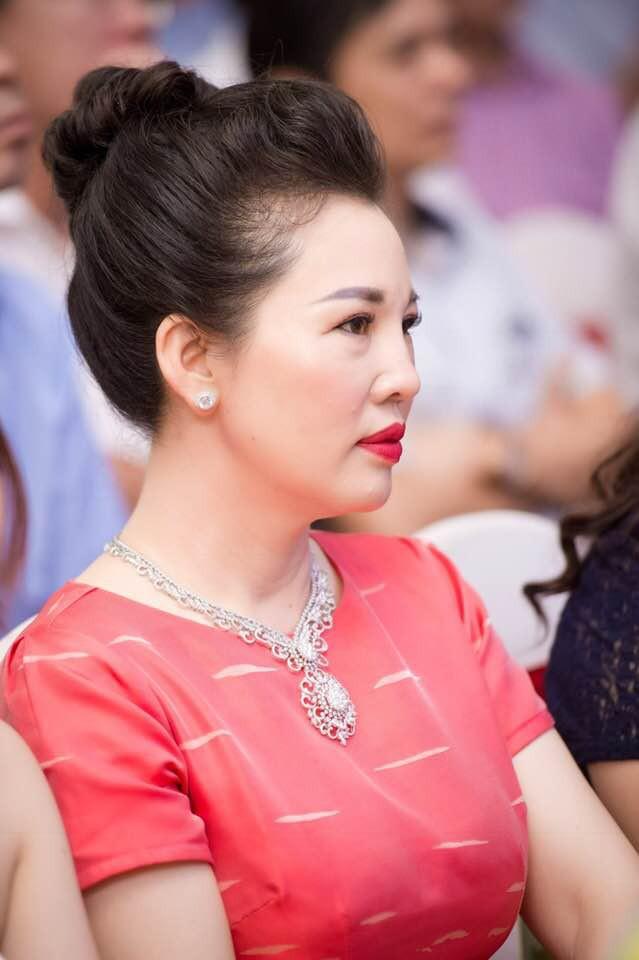 Lộ diện nhan sắc mẫu thân đáng ngưỡng mộ của cô dâu trong đám cưới 200 cây vàng ở Nam Định - Ảnh 13.
