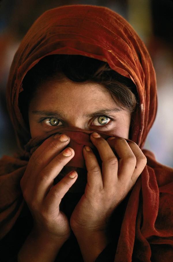 """Chuyện chưa kể về bức ảnh nổi tiếng""""Cô gái Afghanistan"""", đằng sau đôi mắt thiên thần tuyệt đẹp là sự ám ảnh rợn người - Ảnh 2."""