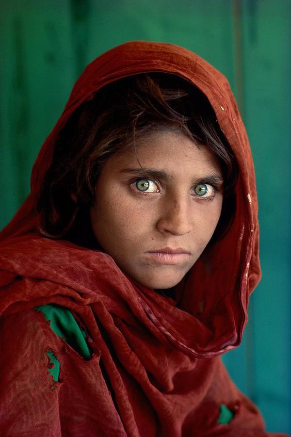 """Chuyện chưa kể về bức ảnh nổi tiếng""""Cô gái Afghanistan"""", đằng sau đôi mắt thiên thần tuyệt đẹp là sự ám ảnh rợn người - Ảnh 3."""