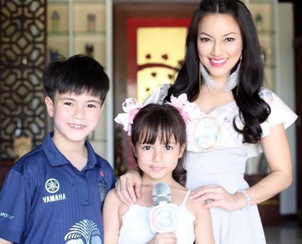 Há hốc trước nhan sắc hiện tại của bộ đôi anh em thiên thần lai từng khiến mạng xã hội Thái Lan chao đảo - Ảnh 4.