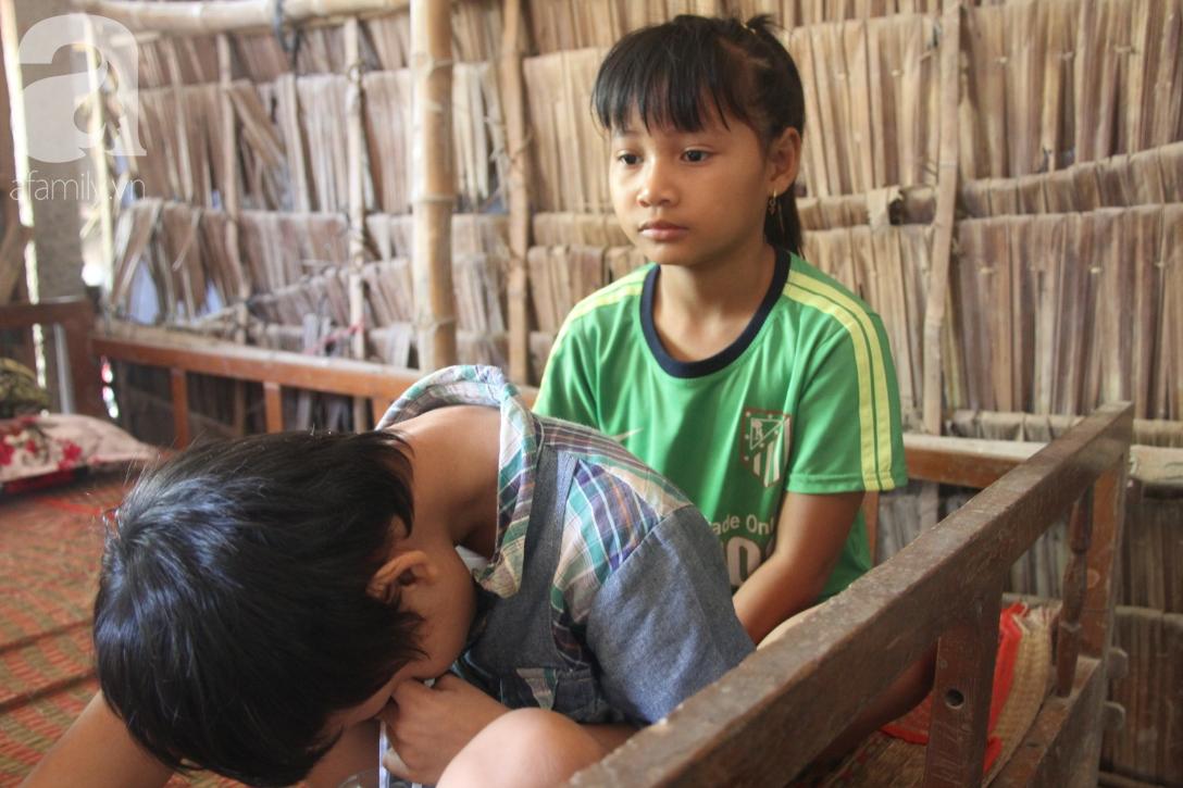 Nụ cười hạnh phúc của bé trai 6 tuổi mù lòa bên người bố tật nguyền mà mẹ không có tiền chữa trị - Ảnh 7.