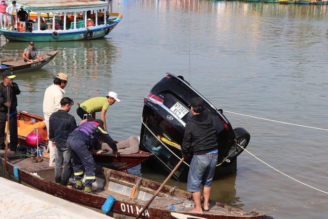 Vụ chồng lái ô tô chở vợ con lao xuống sông: Gia đình thường hay đi du lịch  - Ảnh 6.