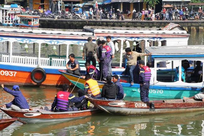 Vụ chồng lái ô tô chở vợ con lao xuống sông: Gia đình thường hay đi du lịch  - Ảnh 5.