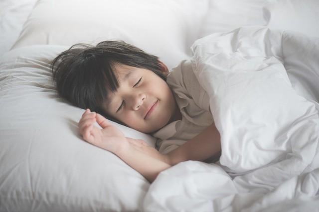 5 nguyên tắc mà cha mẹ rất nên nhớ và áp dụng sớm để giúp con nhỏ không bị suy sụp vì căng thẳng - Ảnh 3.