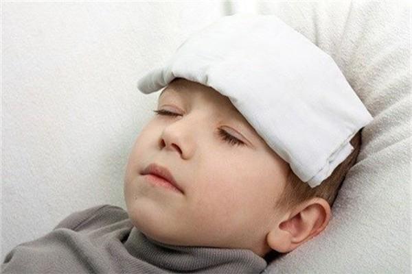 5 cách đơn giản hiệu quả giúp hạ sốt nhanh chóng cho con mà không cần lạm dụng kháng sinh, cha mẹ rất nên biết - Ảnh 1.