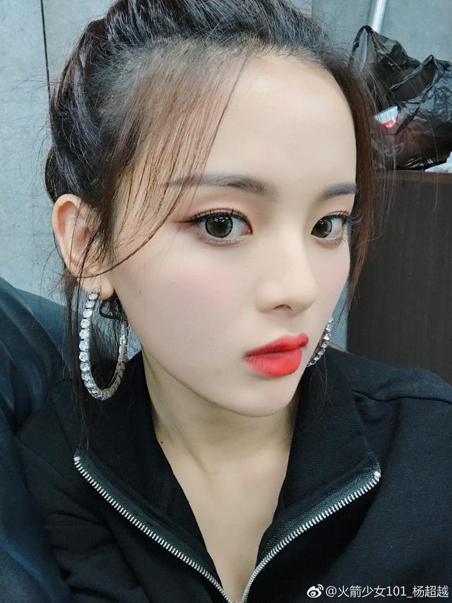 Không phải Dương Mịch - Angela Baby, nữ ca sĩ không có tài năng này lại là mỹ nhân nổi tiếng nhất Trung Quốc - Ảnh 4.