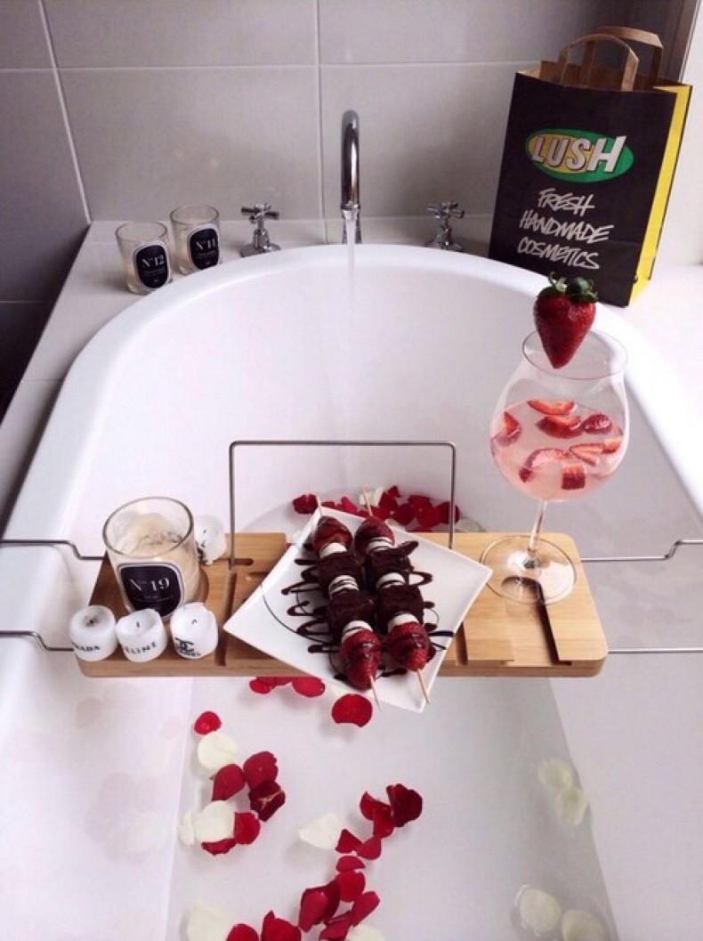 Ý tưởng Valentine: Ý tưởng Valentine trang trí bồn tắm đầy lãng mạn
