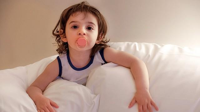 Mọi điều cần biết khi cho trẻ sử dụng núm vú giả: Bao giờ thì bắt đầu và khi nào nên dừng lại? - Ảnh 2.